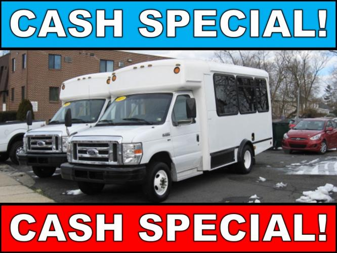 2013 Ford Econoline E350 Paratransit Van w/ Wheelchair Lift