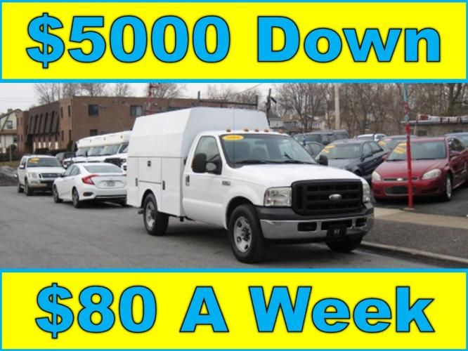 2006 White /Gray Ford Super Duty F-350 SRW XL (1FDWF345X6E) with an 5.4L V8 SOHC 24V engine, Automatic transmission, located at 577 Chester Pike, Prospect Park, PA, 19076, (610) 237-1015, 39.886154, -75.302338 - Photo #0